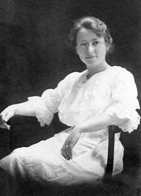 Aunt Edna app 1910